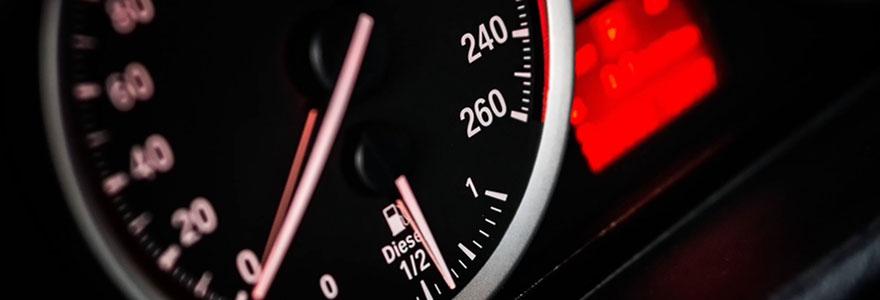 Compteur de vitesse d'une voiture